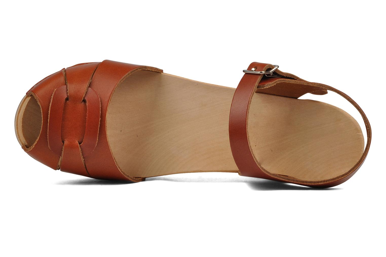 botas de madera de color rosa