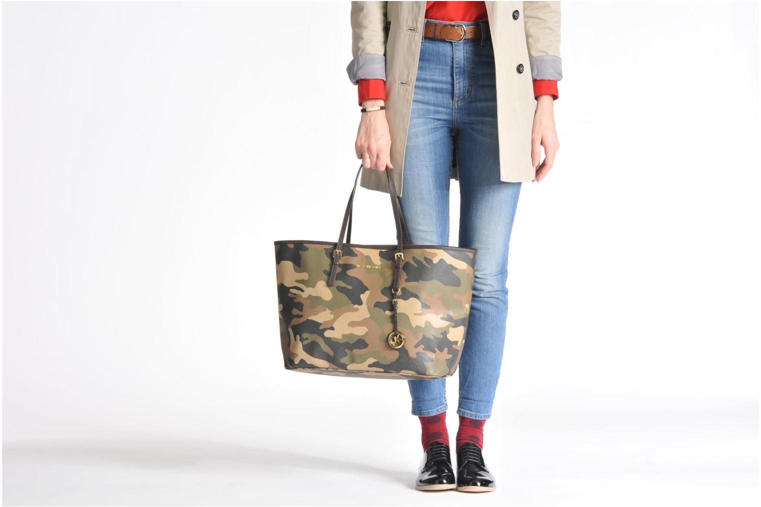 b7b361cc8abd9f michael kors camo tote sale > OFF38% Discounted