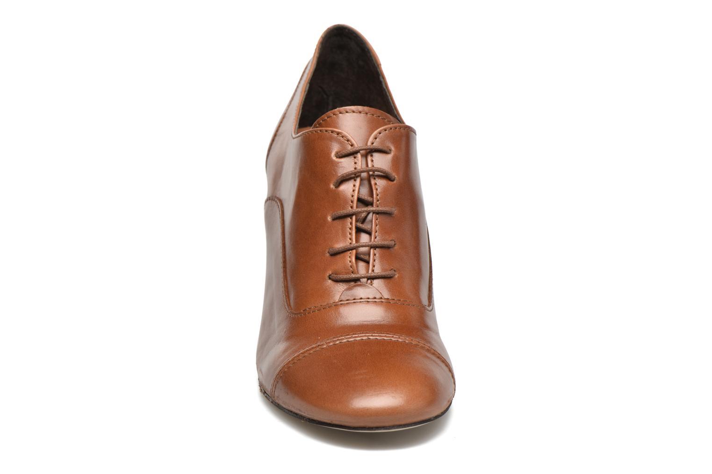 Zapatos con cordones Jonak Anna Marrón vista del modelo