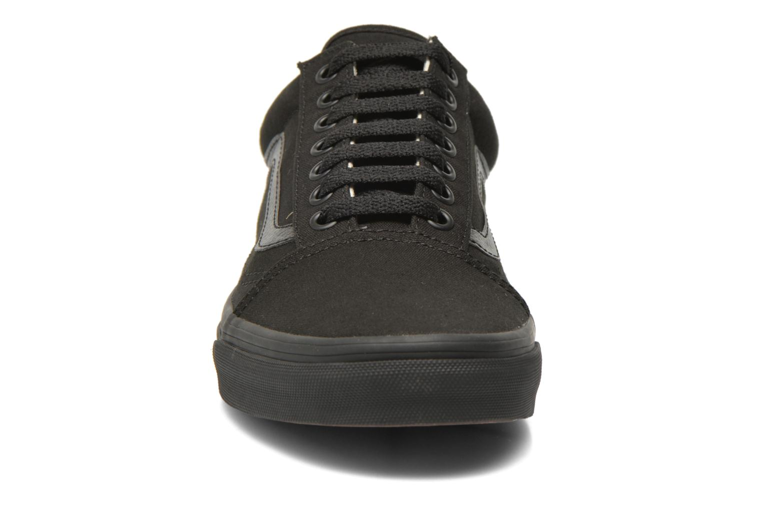 Sneakers Vans Old Skool Nero modello indossato