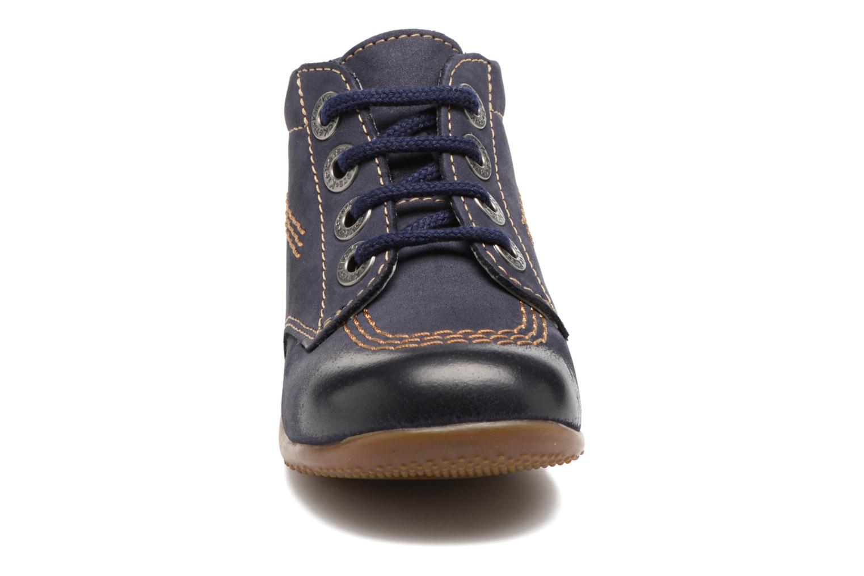 Snörade skor Kickers Billy Svart bild av skorna på