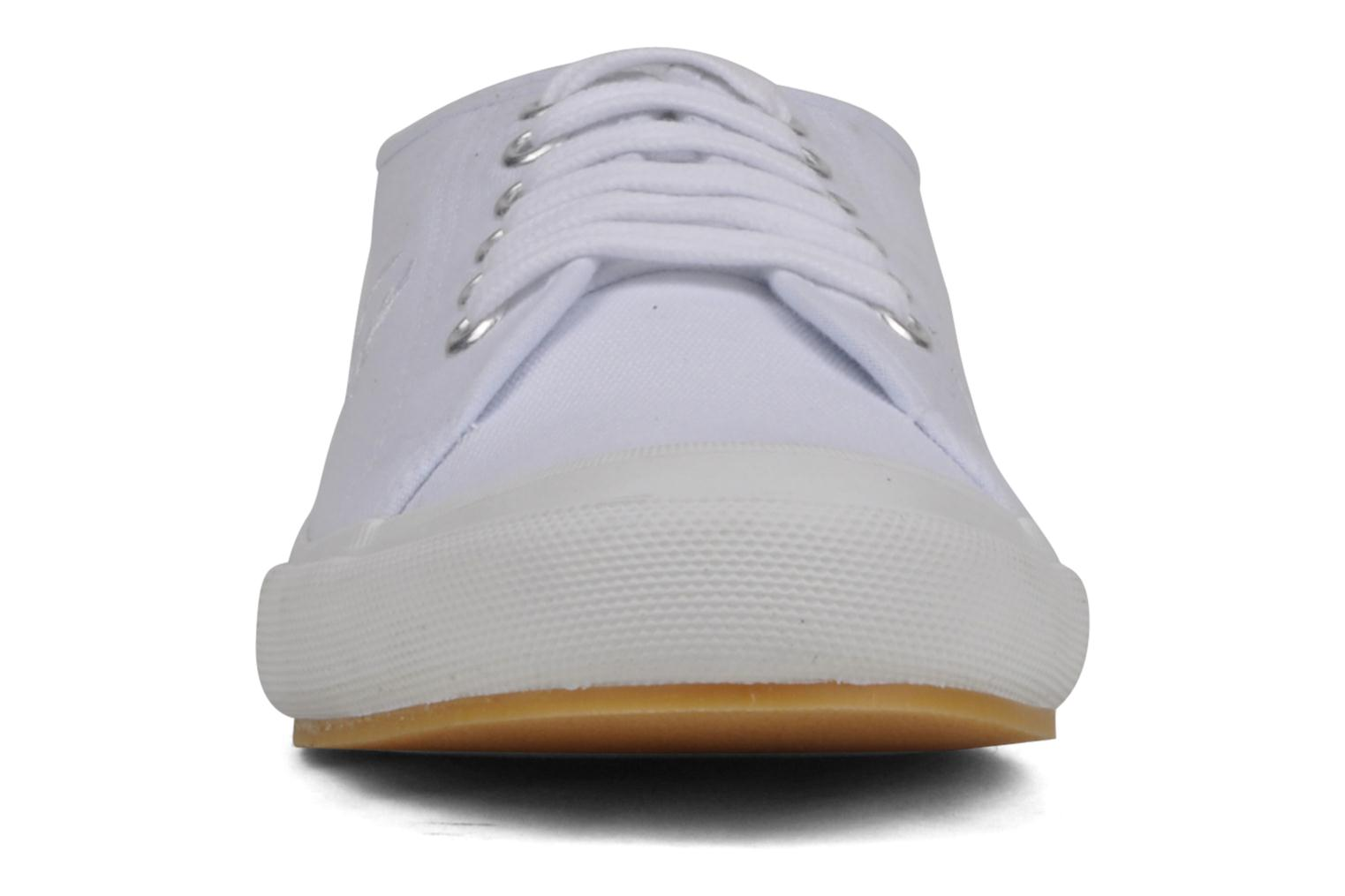 Baskets Fred Perry B708 Blanc vue portées chaussures