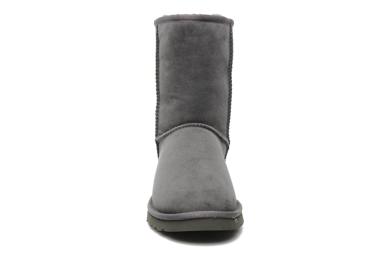Stiefeletten & Boots UGG Classic Short grau schuhe getragen
