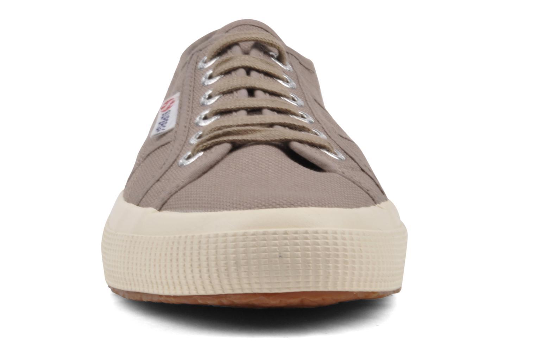 Sneakers Superga 2750 Cotu M Grigio modello indossato