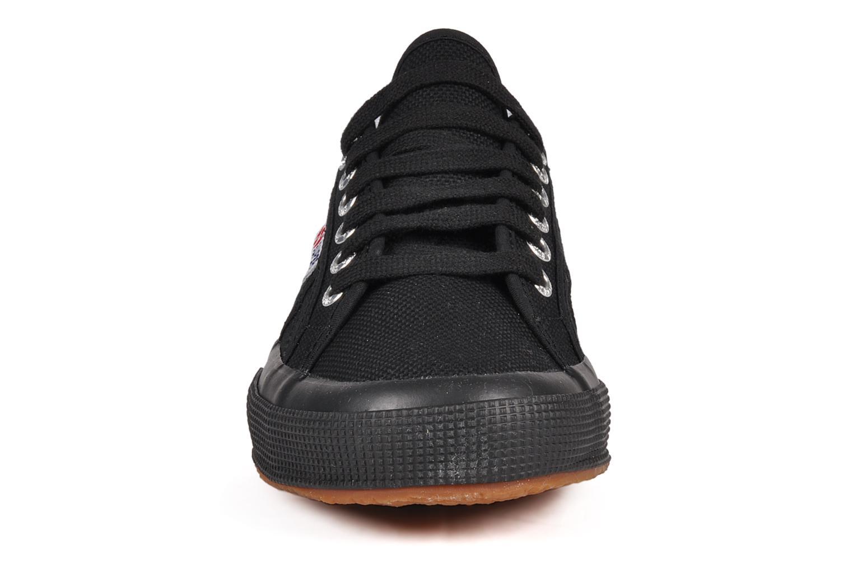 Sneakers Superga 2750 Cotu M Nero modello indossato