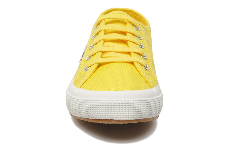 Baskets Superga 2750 Cotu W Jaune vue portées chaussures