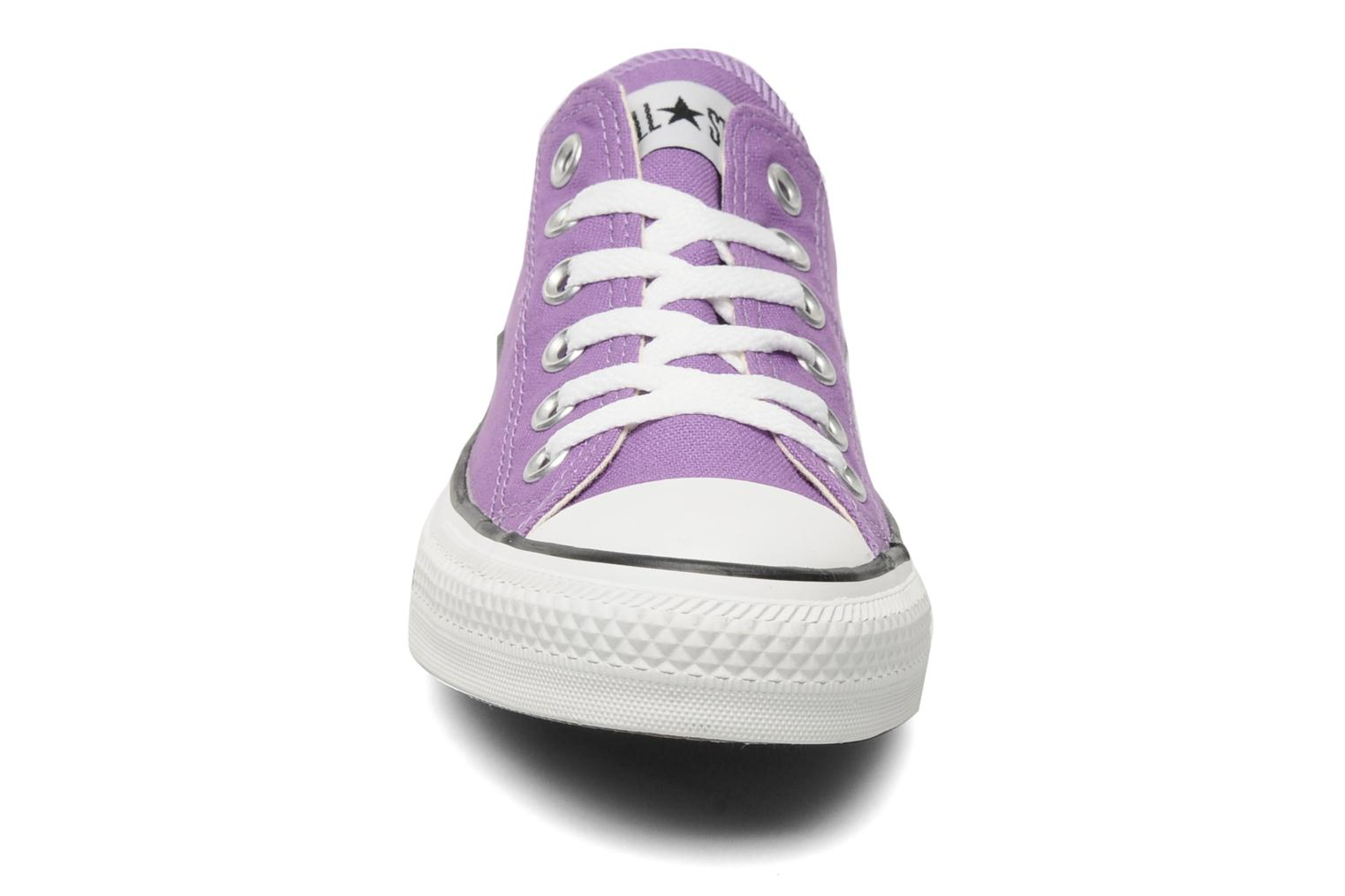 Baskets Converse Chuck Taylor All Star Ox W Violet vue portées chaussures