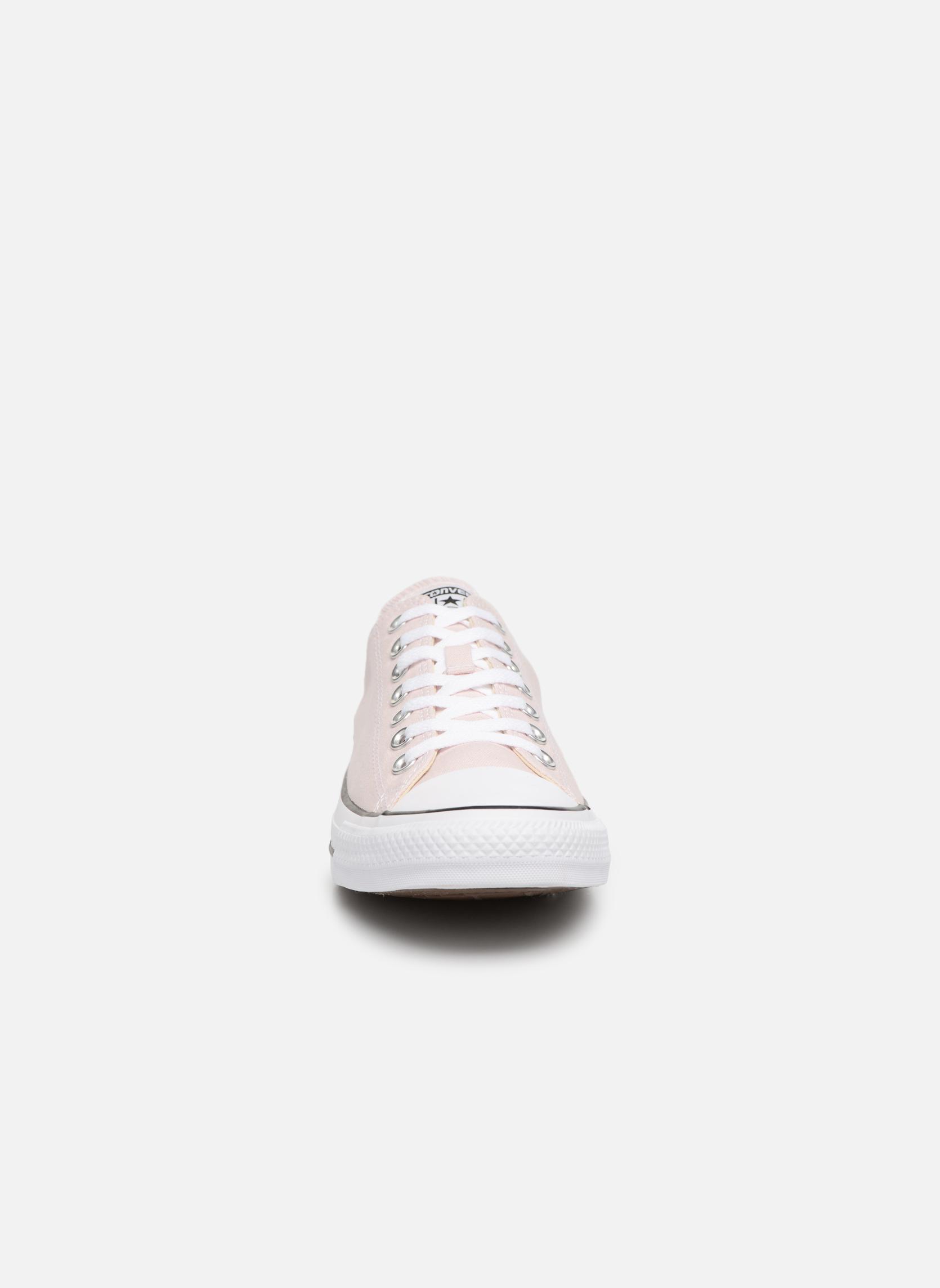 Sneakers Converse Chuck Taylor All Star Ox M Rosa modello indossato