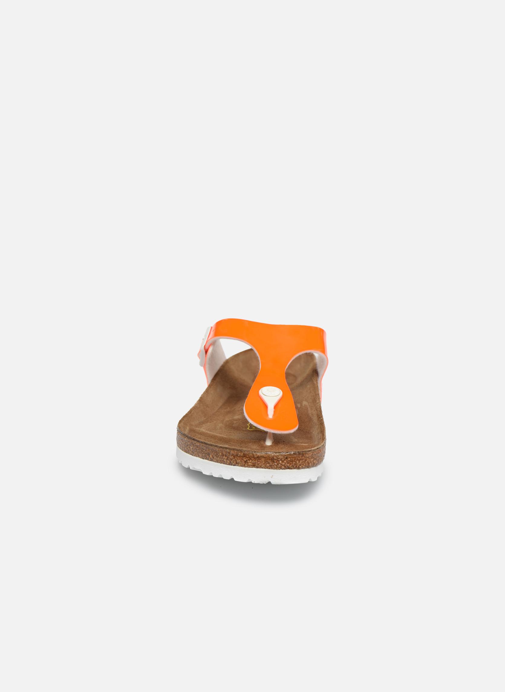 Sandali e scarpe aperte Birkenstock Gizeh Flor W Arancione modello indossato