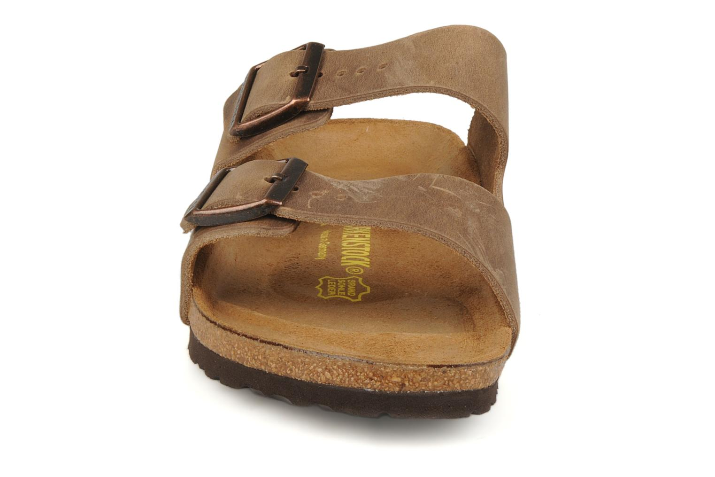Sandales et nu-pieds Birkenstock Arizona Cuir M Marron vue portées chaussures