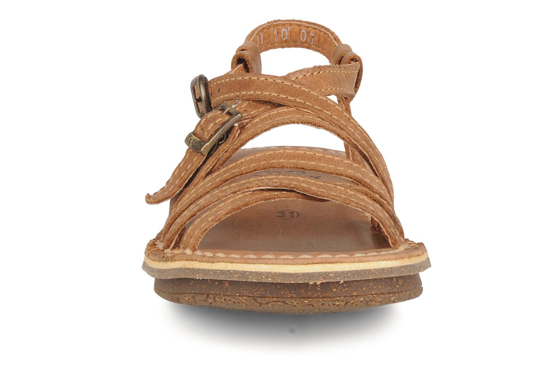 Sandales et nu-pieds Kickers Pinuts Marron vue portées chaussures