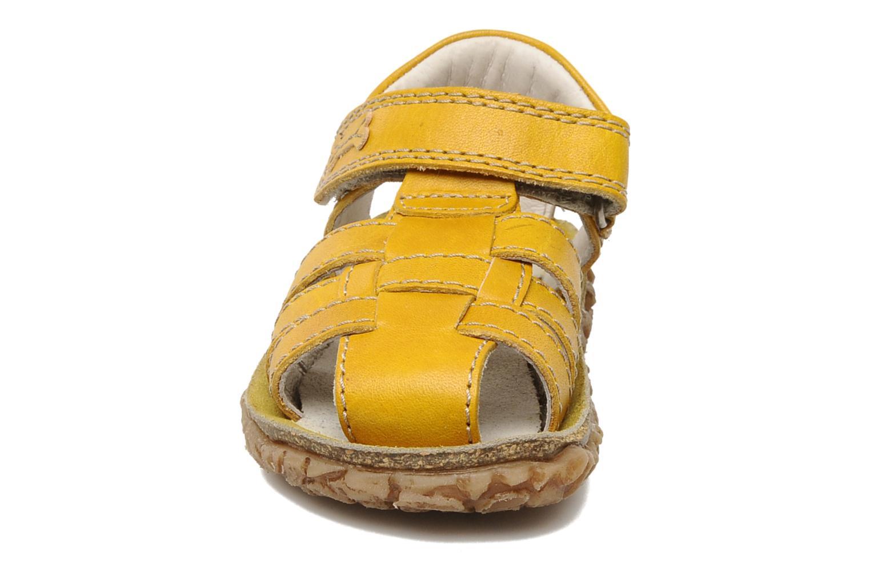 Sandales et nu-pieds Stones and Bones Raxi Jaune vue portées chaussures