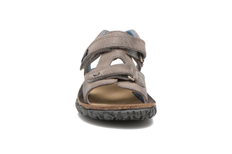 Sandali e scarpe aperte Stones and Bones Ranco Grigio modello indossato