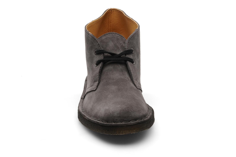 Chaussures à lacets Clarks Desert Boot W Gris vue portées chaussures