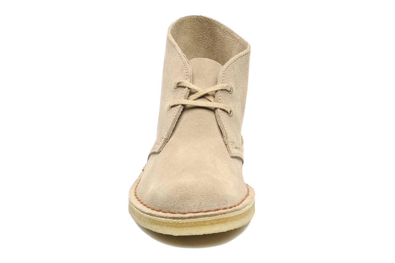 Chaussures à lacets Clarks Desert Boot W Beige vue portées chaussures