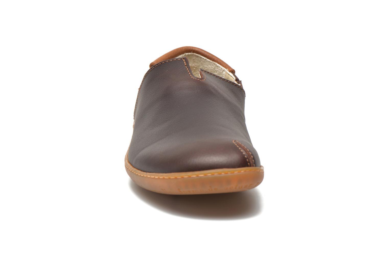 Loafers El Naturalista Viajero Moc N°275 Brun bild av skorna på