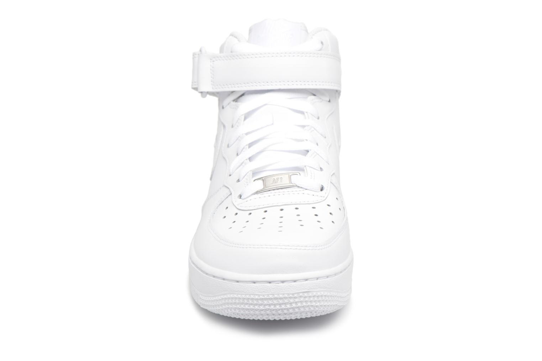 Deportivas Nike Air Force 1 Mid Blanco vista del modelo
