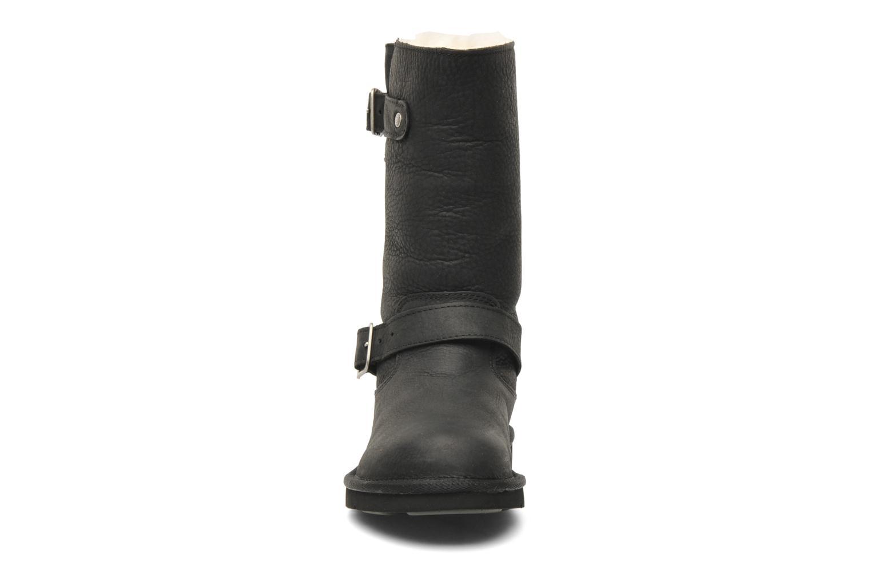 Bottines et boots UGG Kensington Noir vue portées chaussures