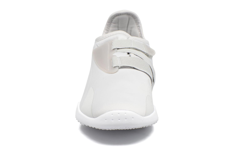 Baskets Puma Mostro W Gris vue portées chaussures