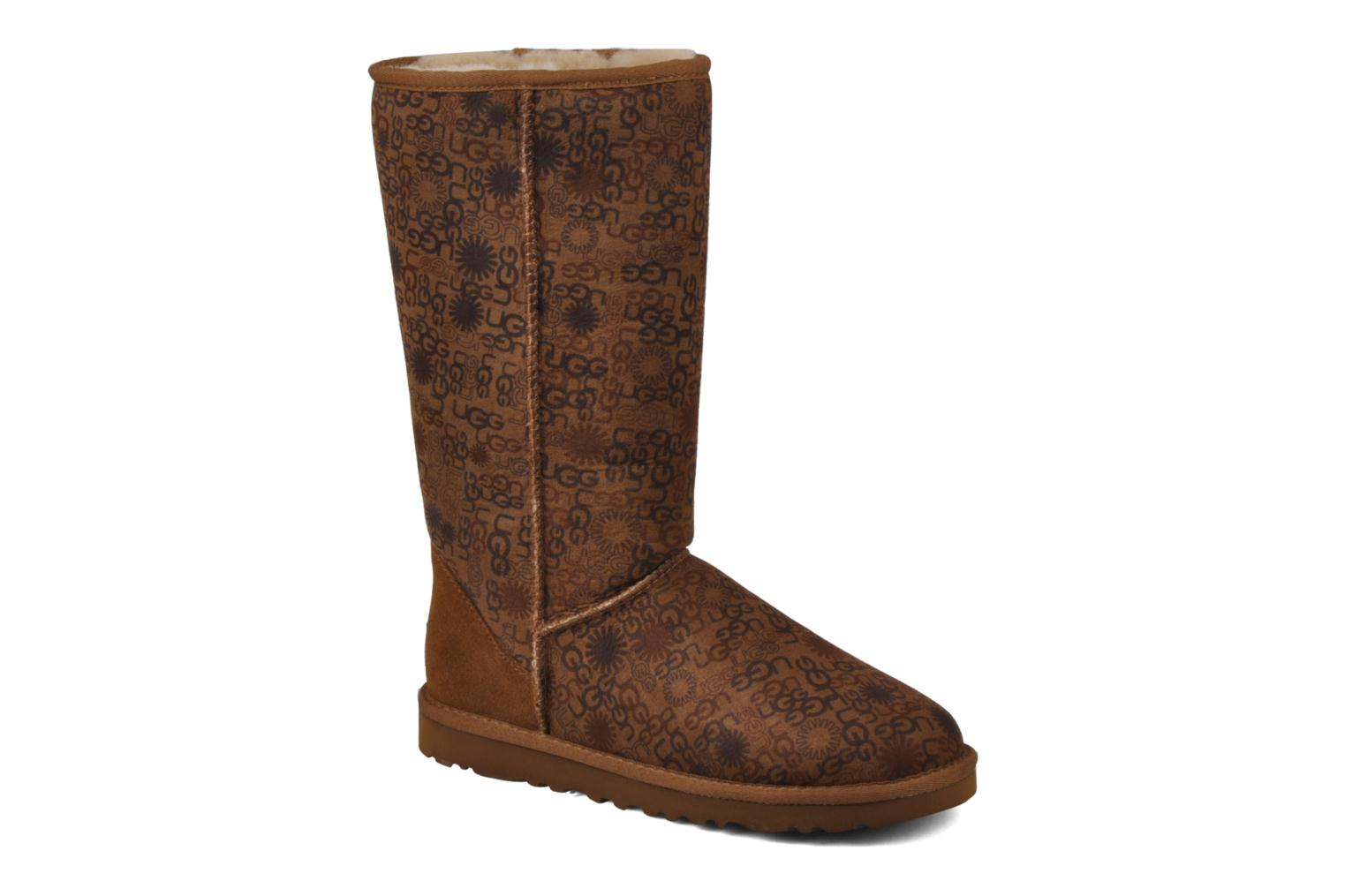 Bottines et boots UGG Classic Tall Logo W Marron vue détail/paire