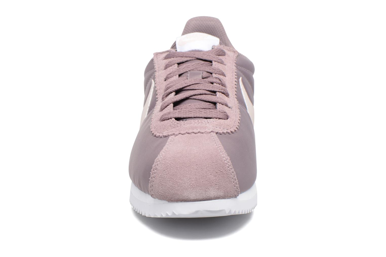 Baskets Nike Wmns Classic Cortez Nylon Violet vue portées chaussures