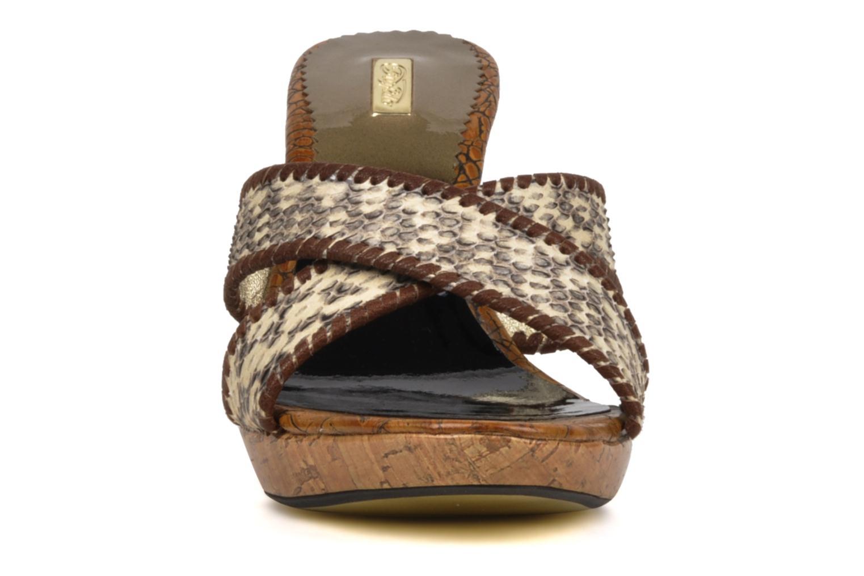 Mules et sabots Buffalo Snakele Beige vue portées chaussures