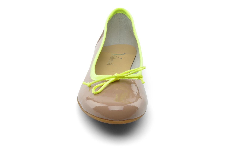 Ballerines Valensi Vega Beige vue portées chaussures