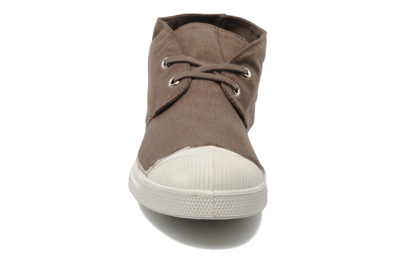 Sneakers Bensimon Nils h Marrone modello indossato