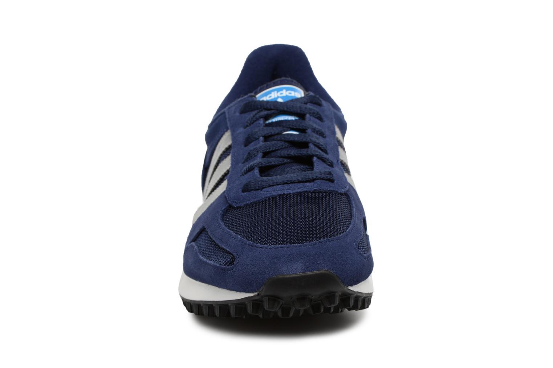 Baskets Adidas Originals LA Trainer Bleu vue portées chaussures