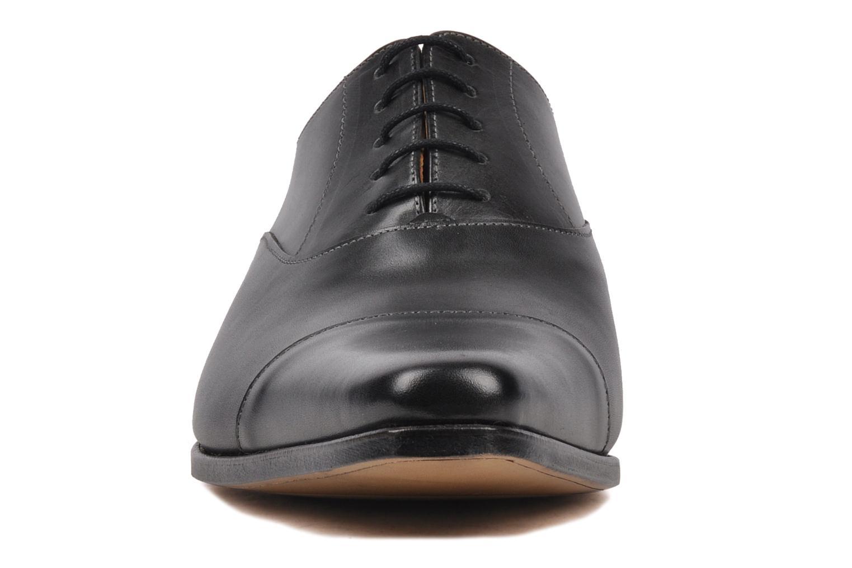 Schnürschuhe Finsbury Gouvernor grau schuhe getragen