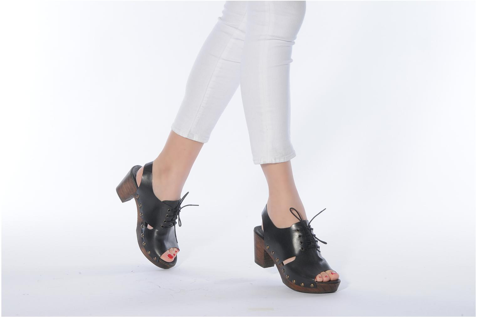 Mules & clogs Georgia Rose Noena Black view from underneath / model view