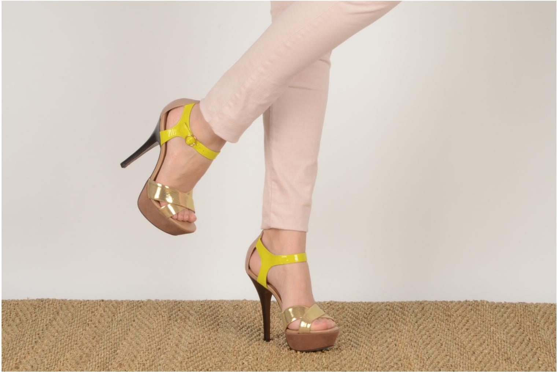 Sandales et nu-pieds Carvela Gallant Or et bronze vue bas / vue portée sac