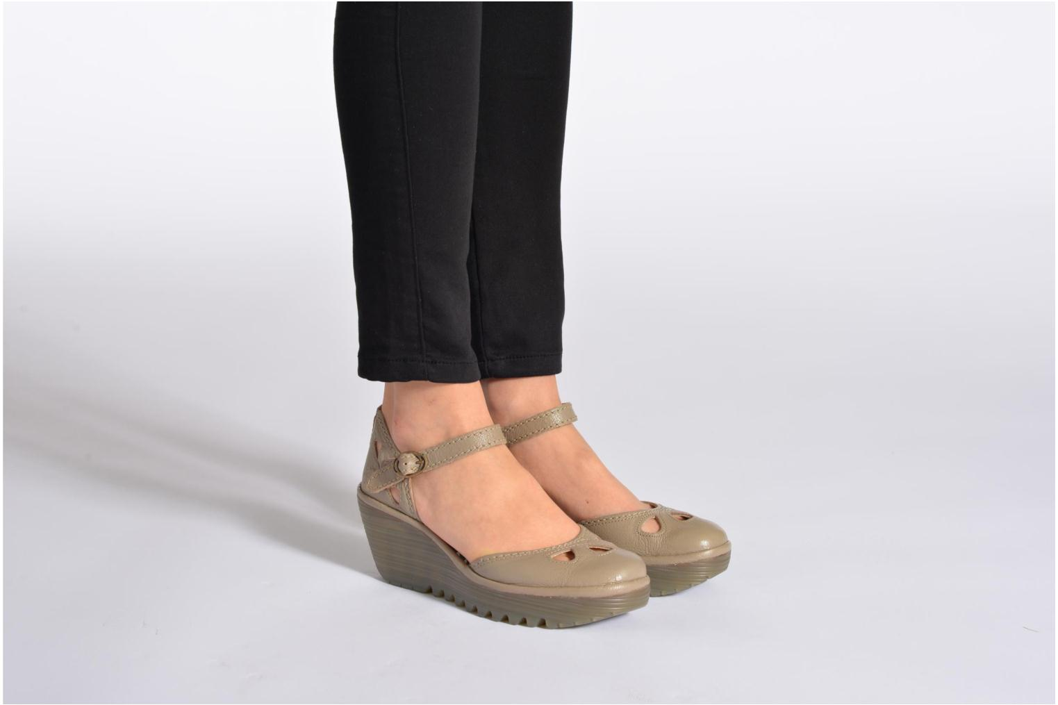 Sandals Fly London Yuna Black view from underneath / model view