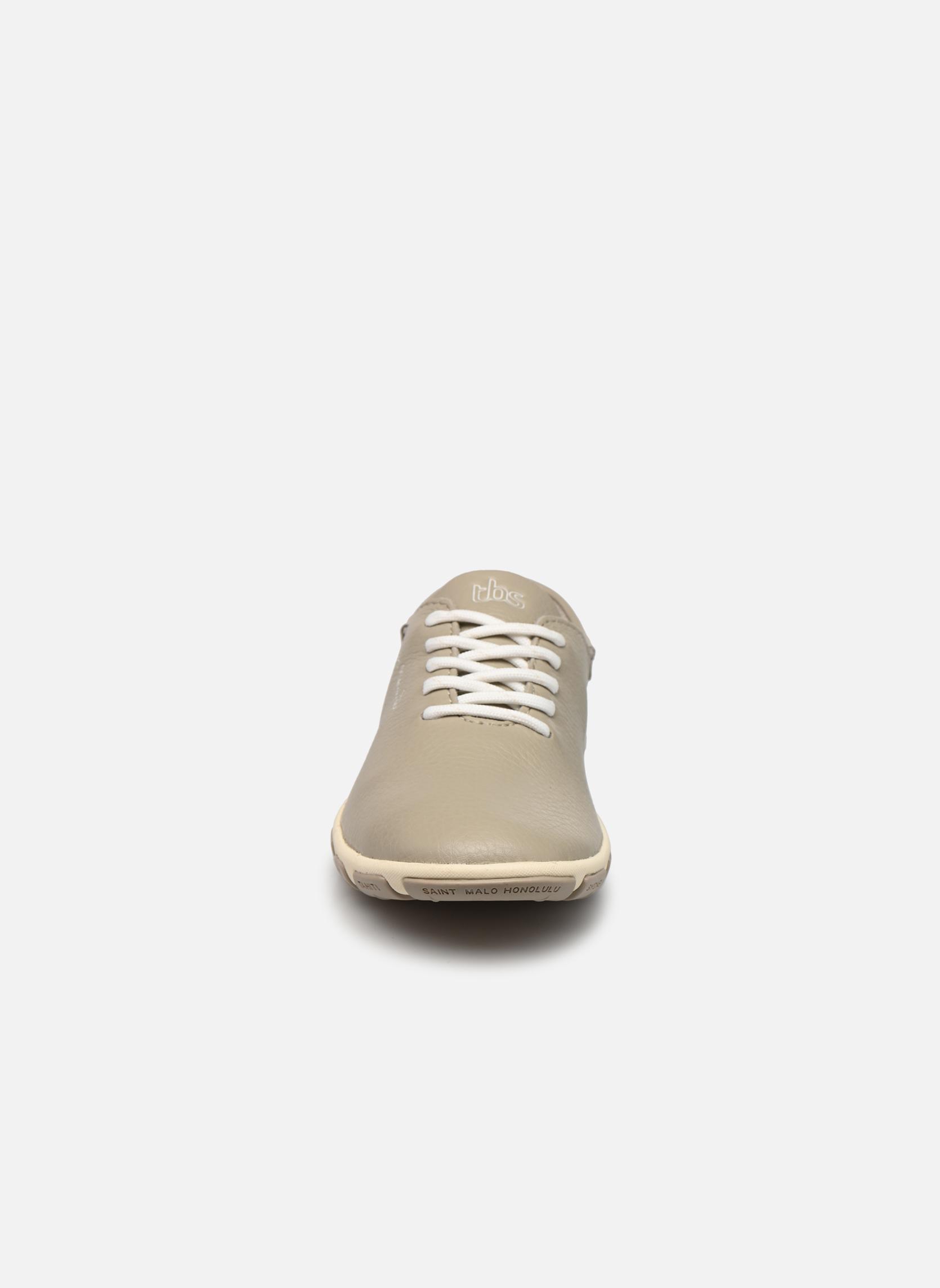 Zapatos con cordones TBS Jazaru Beige vista del modelo