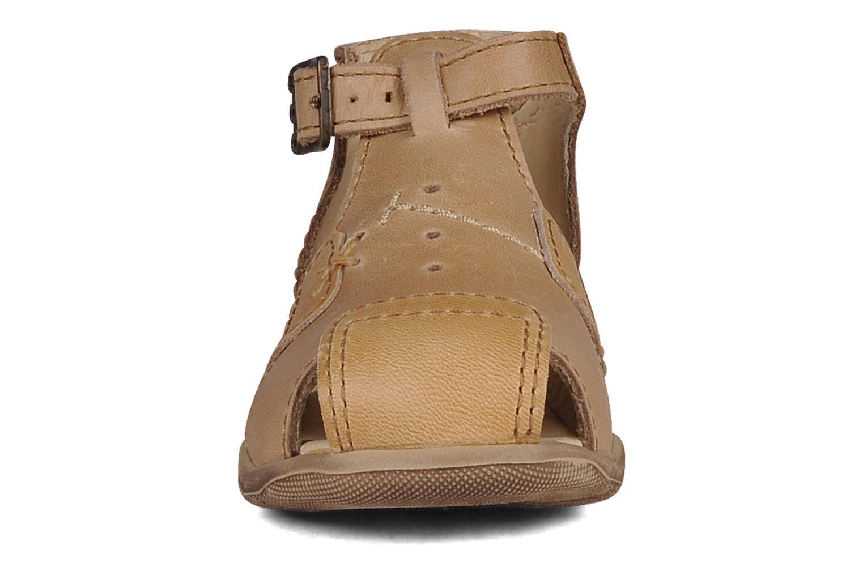 Sandalen GBB Lionel beige schuhe getragen