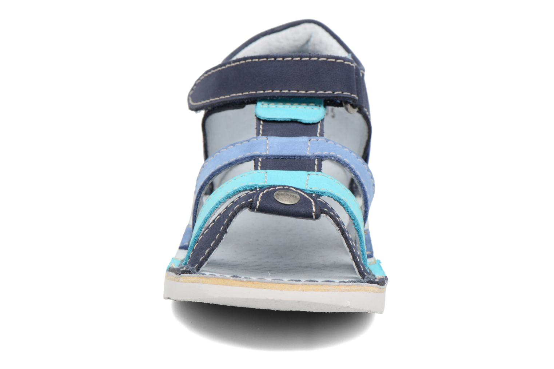 Sandalias Kickers Woopy Azul vista del modelo