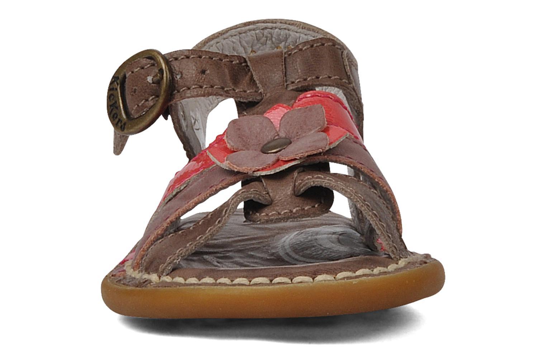 Sandales et nu-pieds Kickers Milki Marron vue portées chaussures