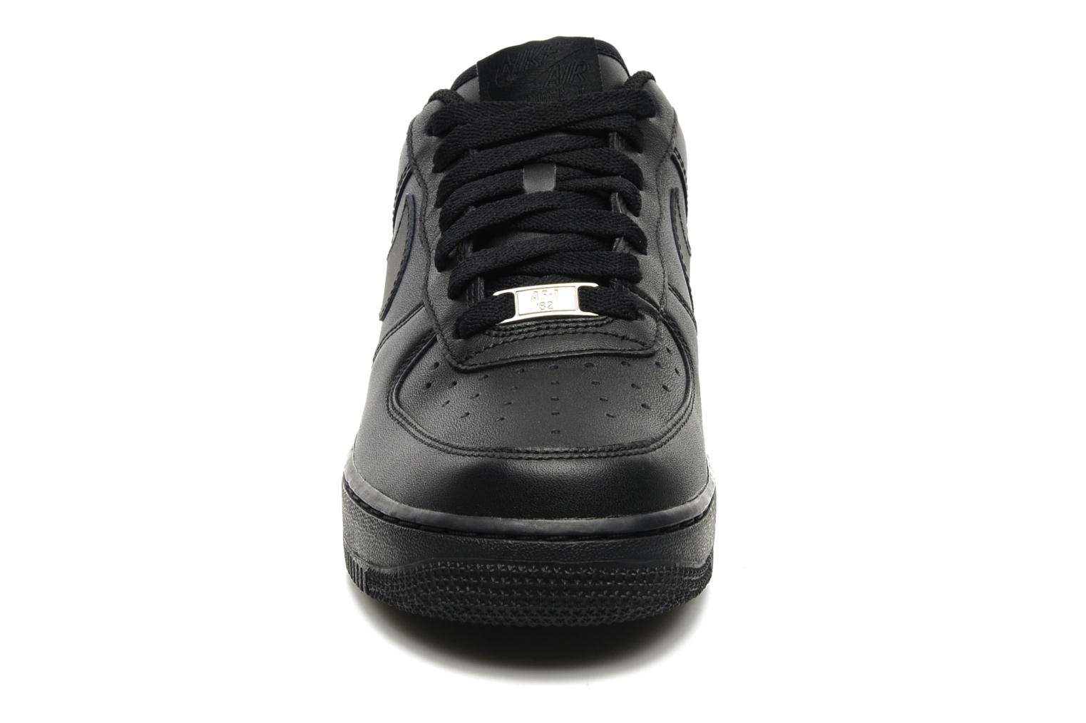 Sneakers Nike Air force 1 '07 le Svart bild av skorna på