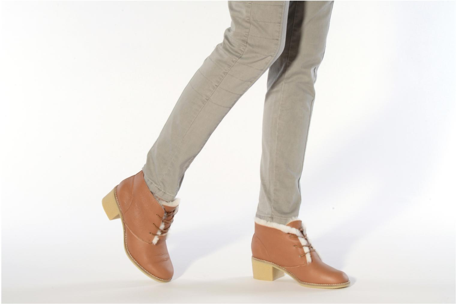 Lace-up shoes Mellow Yellow Kolchic Brown view from underneath / model view