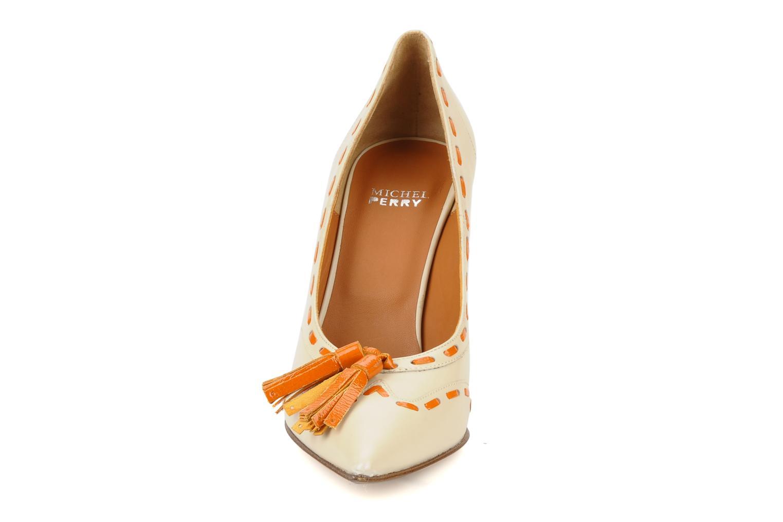 Zapatos de tacón Michel Perry Iraklia Beige vista del modelo