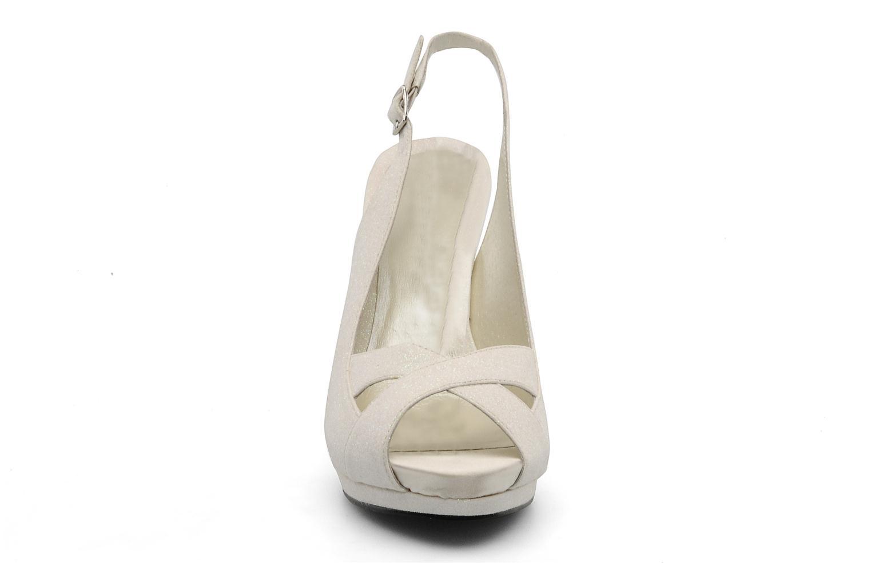 Sandalen Menbur Cindella weiß schuhe getragen