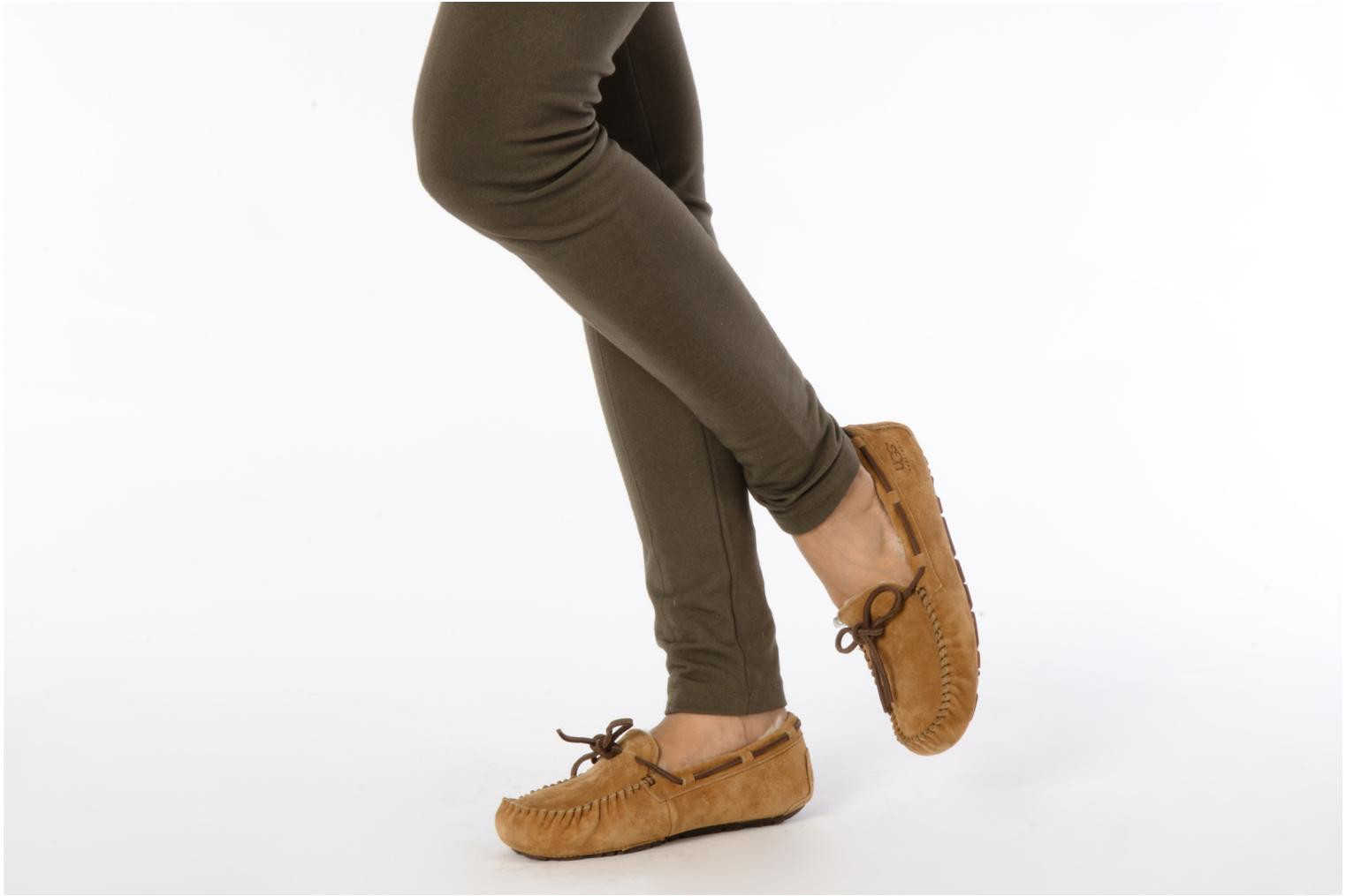Loafers UGG Dakota Beige view from underneath / model view