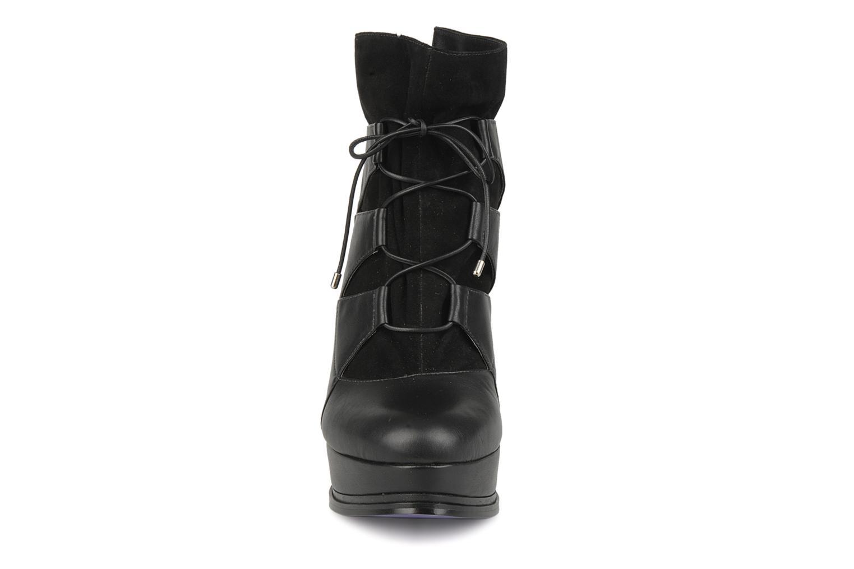 Bottines et boots Miezko Manueva Noir vue portées chaussures