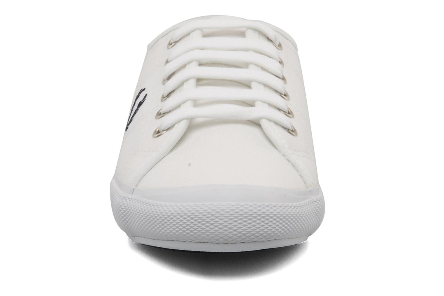 Baskets Fred Perry Vintage b708 Blanc vue portées chaussures