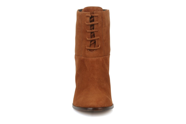 Bottines et boots Tila March Booty corolle suede Marron vue portées chaussures