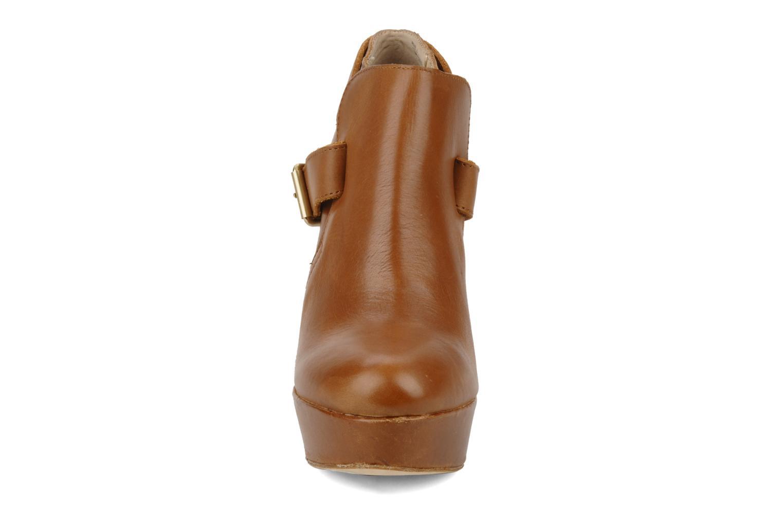 Boots en enkellaarsjes Pour La Victoire Amael Bruin model