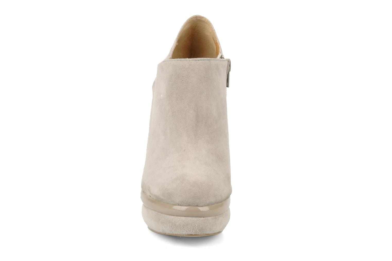 Bottines et boots Kelsi Dagger Odessa Beige vue portées chaussures