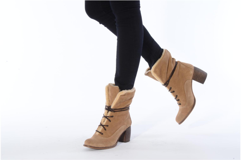 Bottines et boots Jeffrey Campbell Azure Beige vue bas / vue portée sac