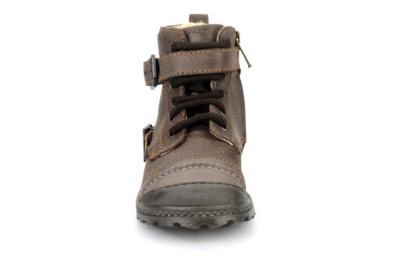 Boots Primigi Stant Brun bild av skorna på