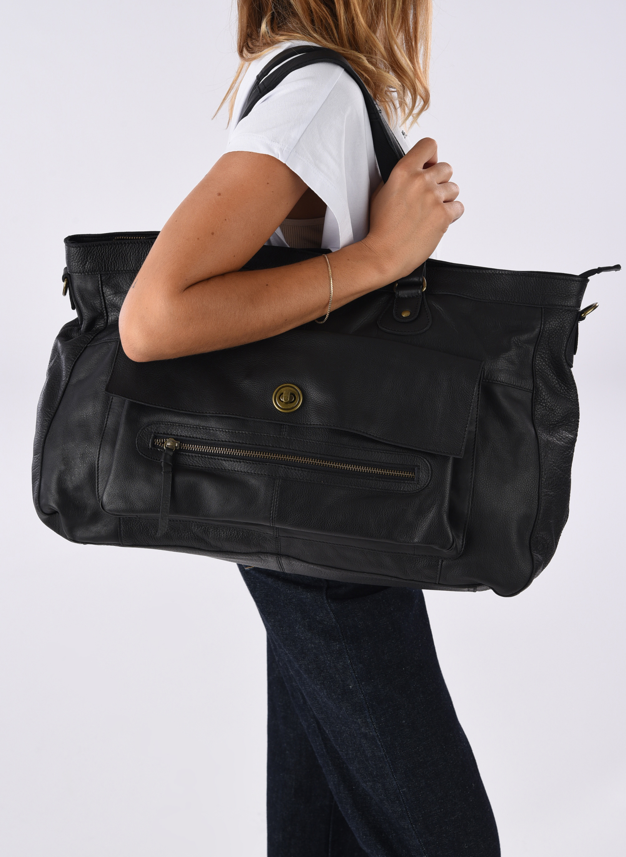 Handbags Pieces Totally Royal leather Travel bag Black view from above